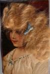 Неизвестен - Девочка с волнистыми волосами